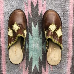 Vintage Shoes - 🌿Wooden Heeled Clogs🤎